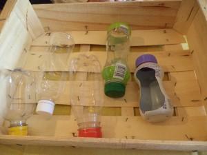 Disposition des bouteilles dans la cagette végétale de Pâques de Maman